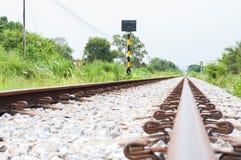 铁轨到距离里 库存图片