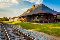铁轨和火车站在新的牛津, Pennsylvani 免版税图库摄影
