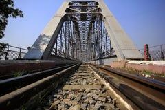 铁轨和钢桥梁在缅甸 图库摄影