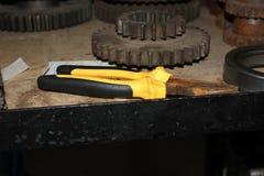 铁铁锈机制齿轮钳子 免版税库存照片