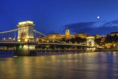 铁锁式桥梁、王宫和多瑙河在布达佩斯,匈牙利, HDR 库存图片