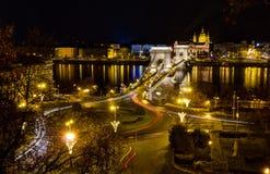 铁锁式桥梁和圣斯蒂芬晚上视图,布达佩斯 库存照片