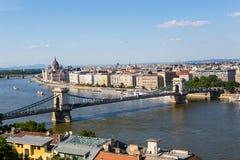 铁锁式桥梁和多瑙河在布达佩斯 免版税库存照片