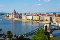 铁锁式桥梁和多瑙河在布达佩斯 免版税图库摄影