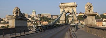 铁锁式桥梁和布达城堡在布达佩斯 库存照片