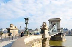 铁锁式桥梁在布达佩斯Szechenyi Lanchid是在河多瑙河的一座桥梁 库存照片