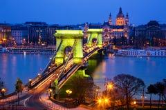 铁锁式桥梁在晚上,布达佩斯 免版税库存图片