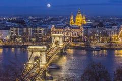 铁锁式桥梁布达佩斯 免版税库存图片