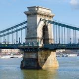 铁锁式桥梁是精华标志到布达佩斯,匈牙利 库存图片