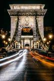 铁锁式桥梁的夜视图,布达佩斯 图库摄影