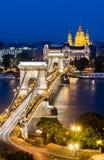 铁锁式桥梁,布达佩斯晚上风景,匈牙利 免版税图库摄影