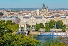 铁锁式桥梁, Gresham宫殿,圣斯蒂芬大教堂-布达佩斯 免版税库存照片