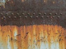 铁锈与铆牢,抽象难看的东西背景的金属纹理 免版税库存照片