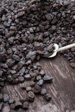 铁锹和煤炭 免版税库存图片