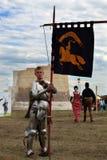 铁骑士和旗子 免版税库存照片
