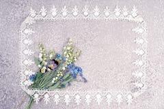 铃兰,蝴蝶花和忘记我不是花束 库存照片