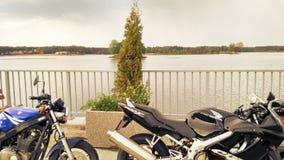 铃木GS 500和本田CBR 600两辆摩托车 图库摄影