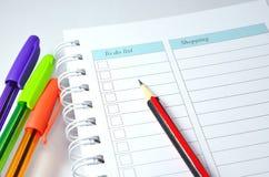 铅笔、笔和笔记本 免版税库存图片