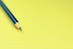 铅笔、统治者和纸 免版税库存照片