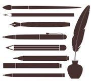 铅笔。笔。刷子。毛毡笔。羽毛 免版税库存照片