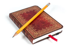 铅笔和小册子 免版税图库摄影