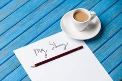 铅笔和纸与我的故事在咖啡附近措辞 库存图片