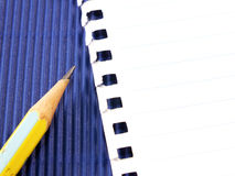 铅笔和纸接近  免版税库存图片
