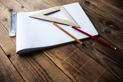 铅笔和统治者 免版税图库摄影
