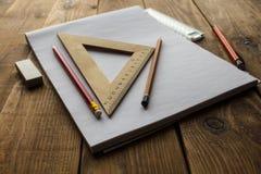 铅笔和统治者 免版税库存图片