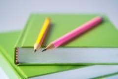铅笔有书白色背景 免版税库存图片
