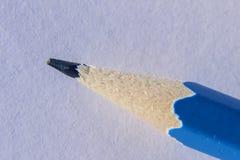 铅笔石墨的宏观细节有中立背景 库存图片