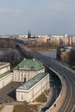 铜屋顶宫殿和维斯瓦河在华沙 免版税库存照片