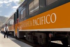 铜峡谷火车,在墨西哥 免版税库存照片