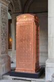 铜电话箱子 免版税库存图片