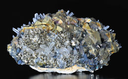 黄铜矿、硫铁矿和方解石 免版税库存图片