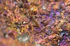 黄铜矿,它有化学式(CuFeS2) 库存照片