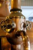 铜管在啤酒厂 免版税库存图片