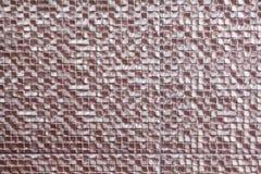 铜色的瓦片用于装饰设施的墙壁 哪些使用作为背景 免版税库存图片