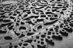 铜被雕刻的门 库存图片