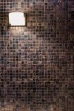 铜马赛克墙壁背景 库存照片