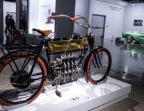 黄铜1904四缸摩托车 免版税库存图片