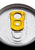 铝与露滴的苏打饮料罐子顶视图 免版税图库摄影