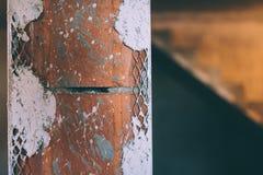 铝墙角护条 涂灰泥角落和墙壁在房子新建工程站点 库存图片