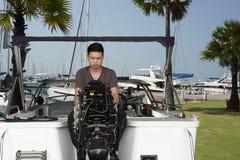 铝小船安装工,钓鱼的 免版税库存照片