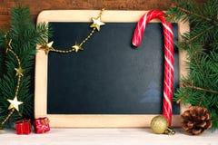铝排列被分类的时段圣诞节装饰红色 免版税库存图片