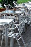 铝桌和椅子 免版税图库摄影