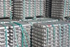 铝砖运输等待 库存照片