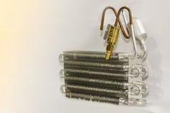 铝空调飞翅凝聚的单位蒸发器旋管有黄铜快接管箍的汽车或汽车的 免版税库存图片