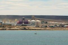 铝精炼工在阿根廷 库存照片