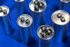 铝罐类型影片电容器 库存照片
